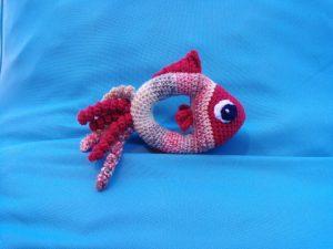 hochet en forme de poisson