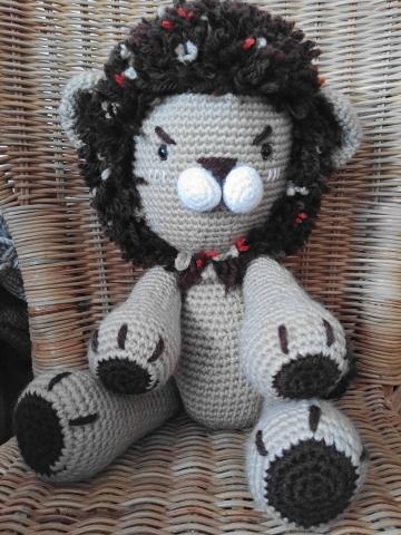 lion au crochet