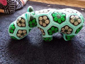 hippopotame au crochet en African Flowers