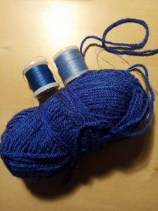 fils bleus à crocheter
