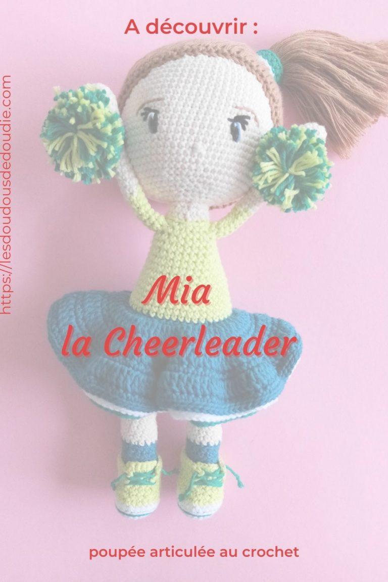 Mia la cheerleader est une poupée que j'ai crochetée durant l'ami-along de mai 2021. C'est ma 2e poupée et je me suis bien amusée.